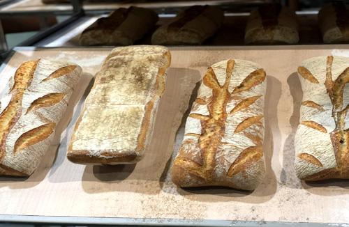 Pan-horneado-en-hornos-de-panaderia-STATIC