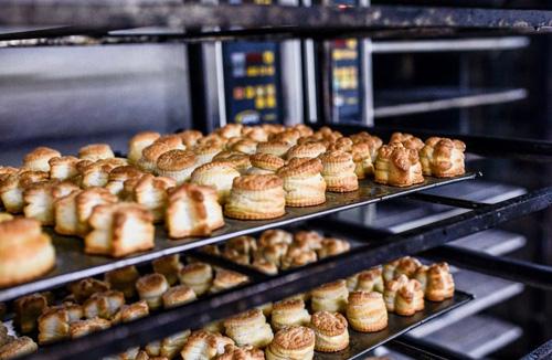 Mantecados horneados en un horno STATIC, en Panadería Orejón